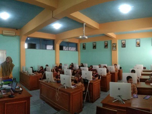 Kenalkan Fasilitas Sekolah, Spemutu Adakan Try Out Berbasis Komputer