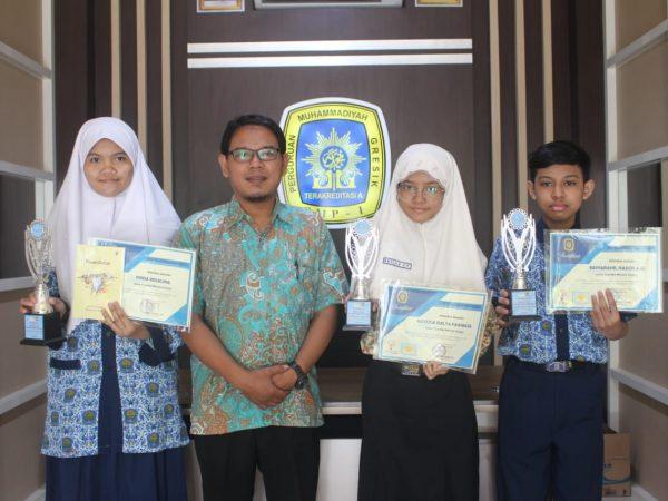 Penyerahan Hadiah Lomba Menulis Cerpen Semarakkan Zoominar Milad Muhammadiyah ke-108